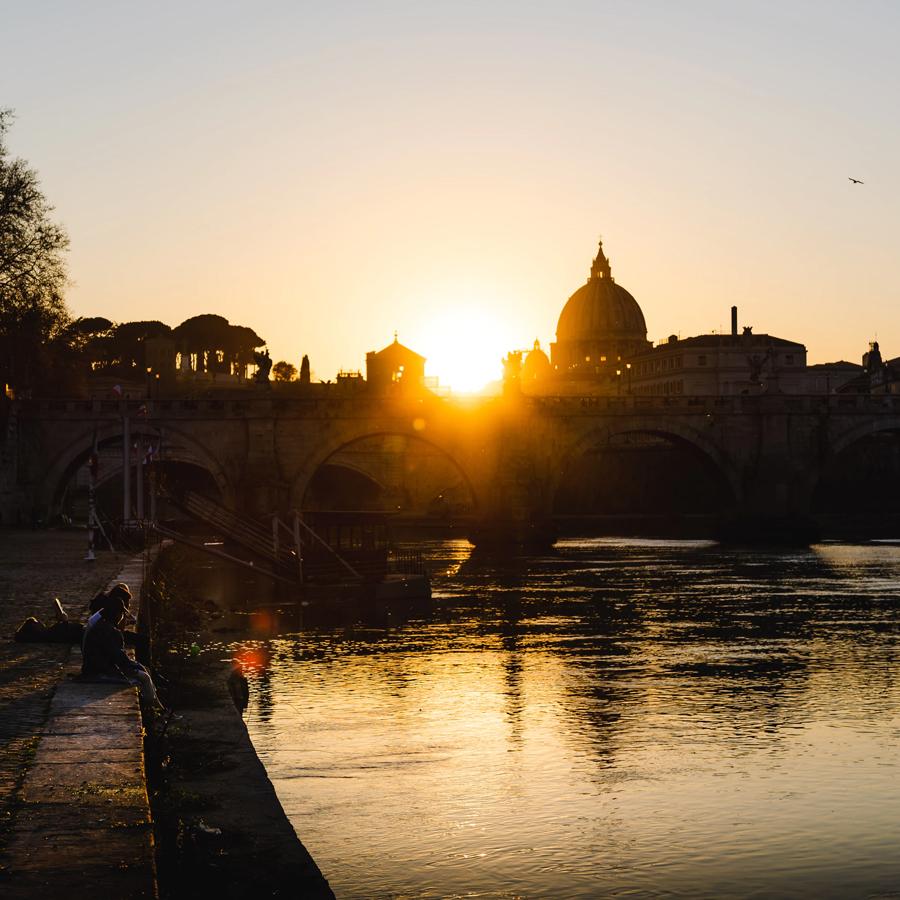 Vatican Museums early bird photo by Léonard Cotte Unsplash